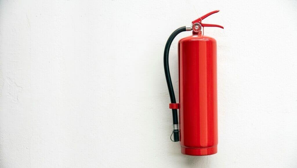 APARmerupakan singkatan dari Alat Pemadam Api Ringan ataufire extinguisher, yaitu alat yang digunakan untuk memadamkan api atau mengendalikan kebakaran kecil